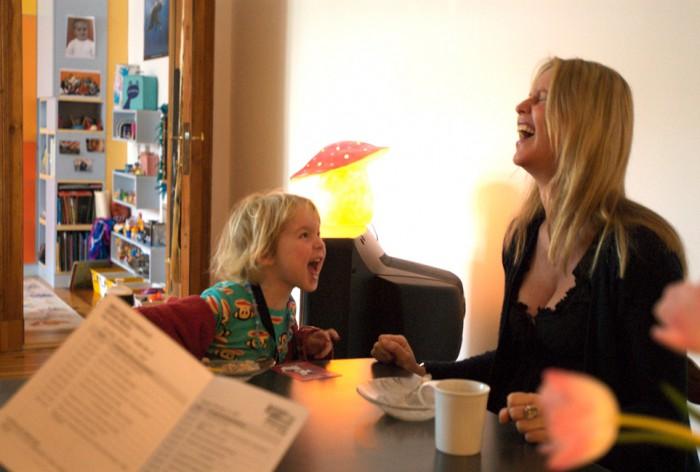 Aelrun Goette Regisseurin, 2 Kinder - geht nich gibt's nich – 48 Stunden sind ein Tag Fotoausstellung von Beate Nelken
